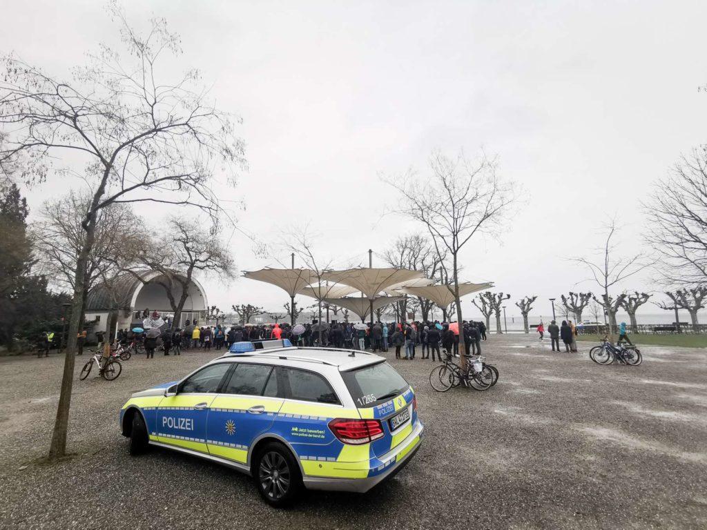 Polizei bei der Fridays For Future in Konstanz am 15.03.19 im Stadtgarten bei der Konzertmuschel